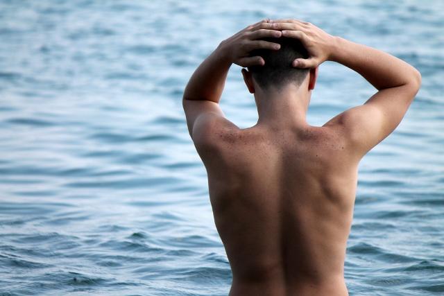 海水浴の男性