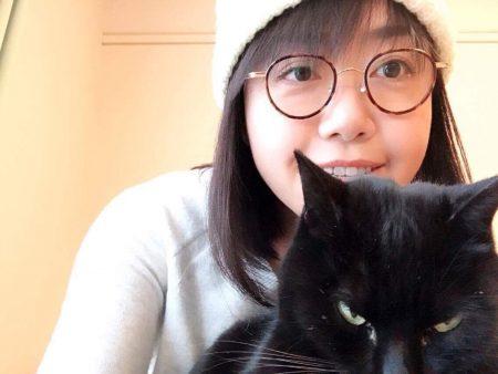 凶悪な黒猫を可愛がる2017年1月のさとちゃん